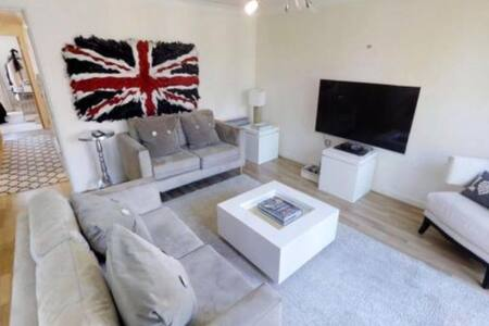 Impressive modern penthouse apartment
