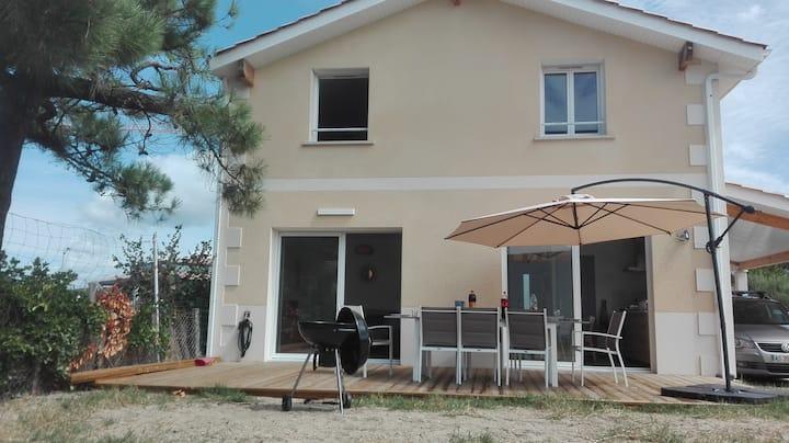 Agréable villa moderne en plein centre de Lacanau - 308844