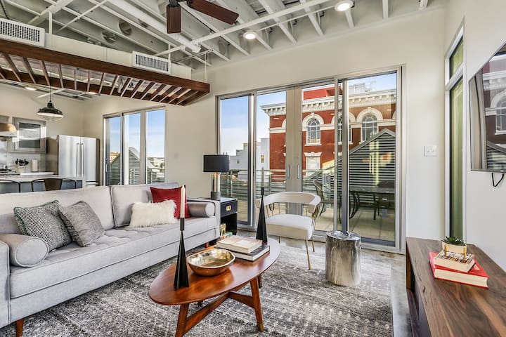 Domio | Warehouse District | Penthouse Views | Luxury Two Bedroom
