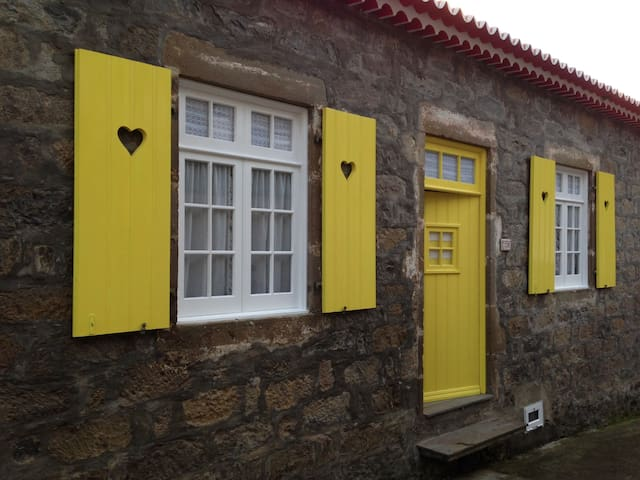Traditional stone house - Faial Da Terra - Haus
