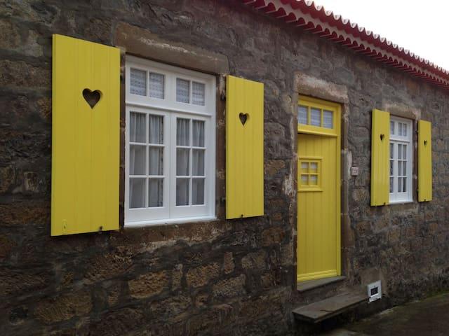 Traditional stone house - Faial Da Terra