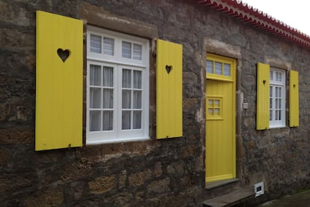 Traditional stone house - Faial Da Terra - Casa