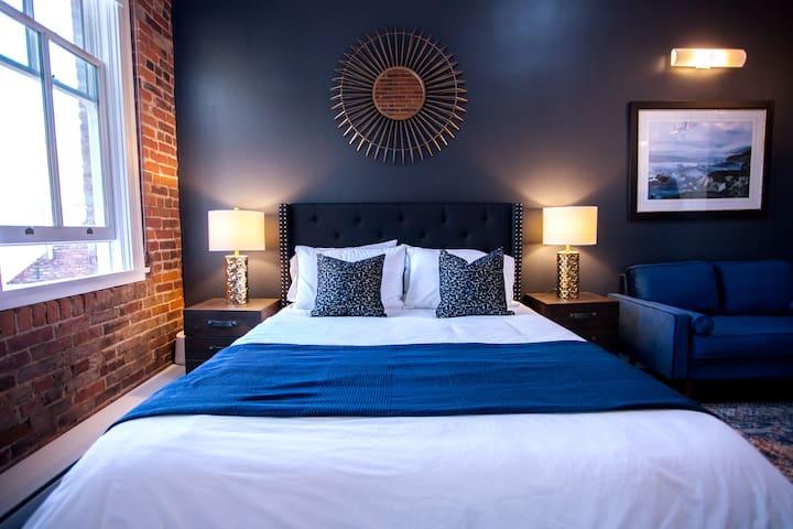 Primary sleeping - queen bed
