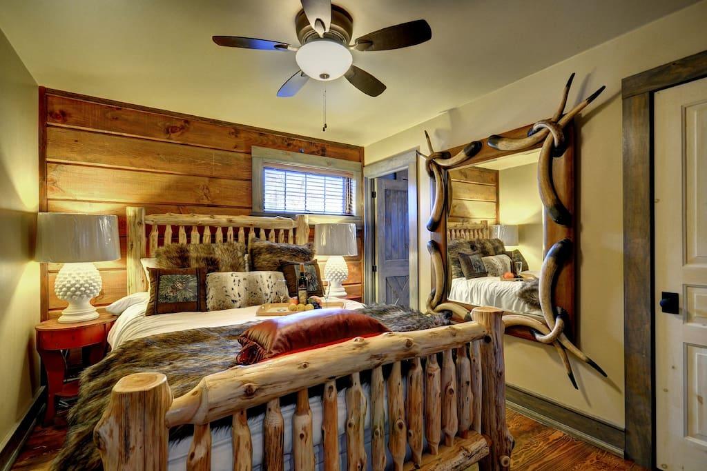 Loft Cozy Cabin Guest Suite I Queen Bed  Sleeps 2 - $275/nightly