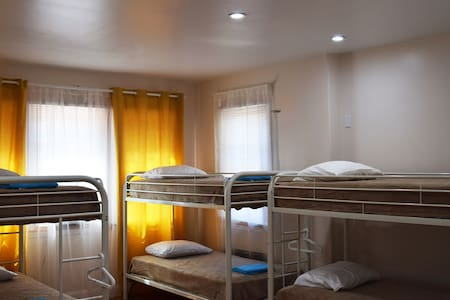 RIO a house for friends! Room with 6 beds (3-3) - Brooklyn - Bed & Breakfast