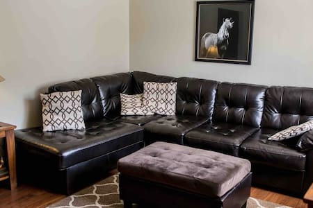 All PRIVATE 2bed, 1bath, w/patio in a great area