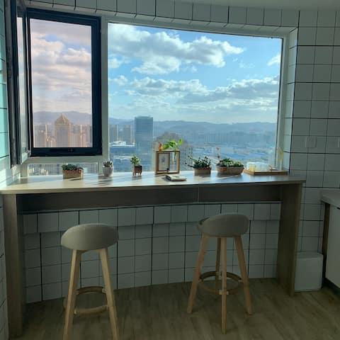 《桃源小筑》日式现代风,全套乳胶寝具,高铁总站,韩国风情街,海滨公园,2层复式公寓,2室1厅!