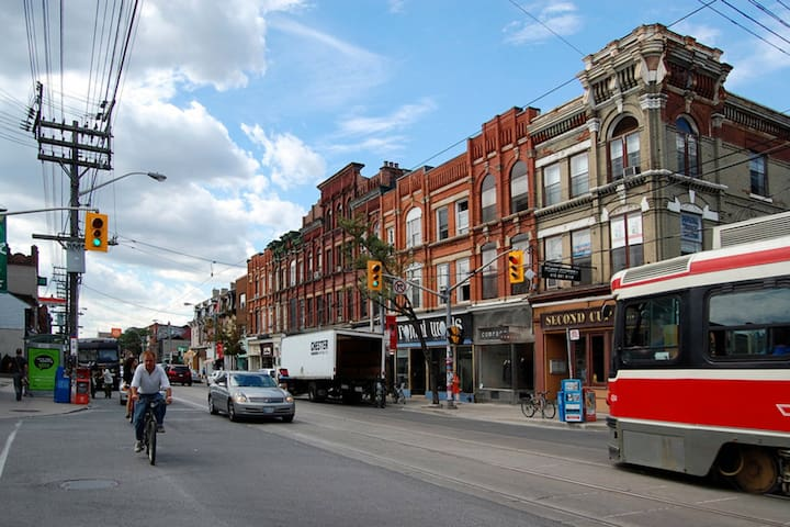 Toronto home in trendy Queen West