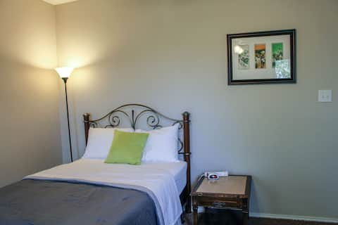 Clean and Spacious Bed &Bath- Spring Green Room