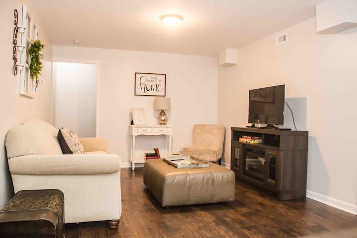 Private 1 Bedroom 1 Bath Full Kitchen Guest Suite