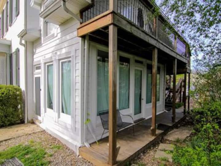 Charming Tiny Townhouse In The Trees: 2B/2Bath!