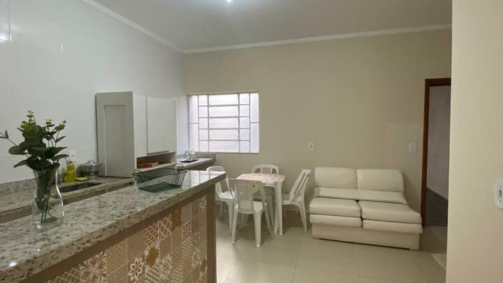 Apartamento a 50m da Praça Central / Santuário (B)
