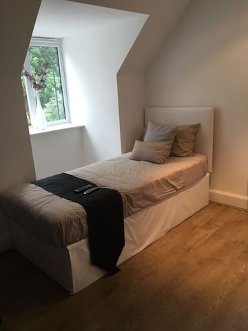 Private self-contained Brand New Studio - Hornchurch - Wohnung
