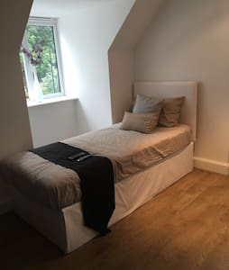Private self-contained Brand New Studio - Hornchurch - Квартира
