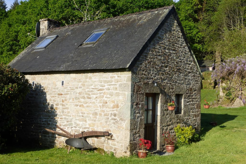 Hazel Cottage sits in a tranquil location