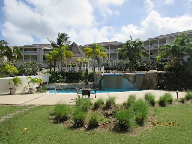 Peaceful 2 bedroom apartment in gated community