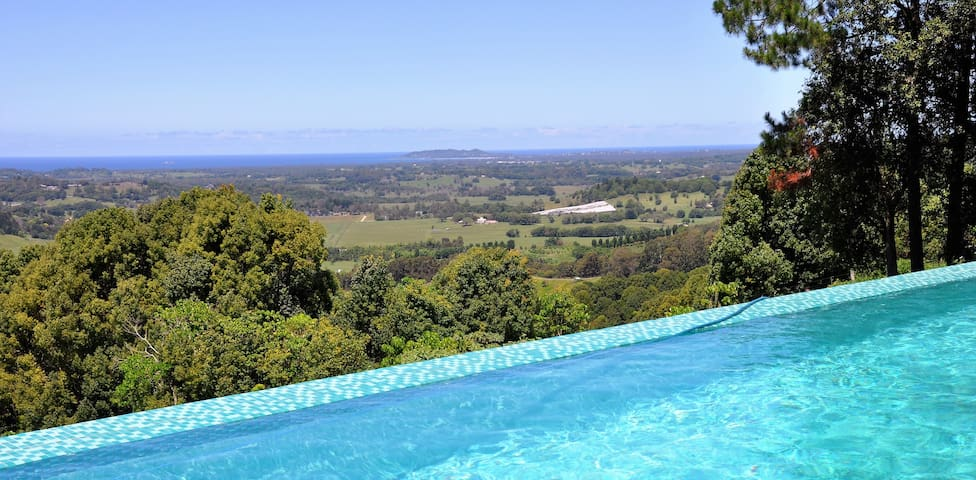 """Byron Belle"" Stunning Views and Resort Style Home - Coorabell - Hus"