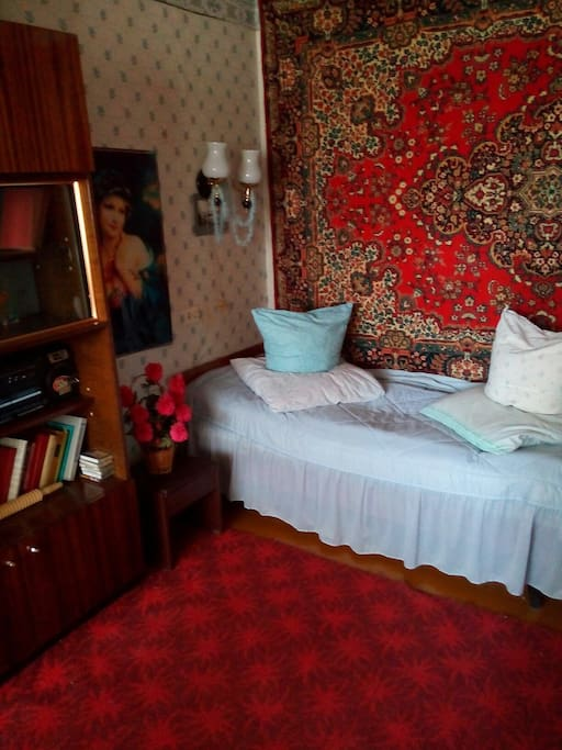 Спальная комната, 1 кровать и 1 кровать-диван.