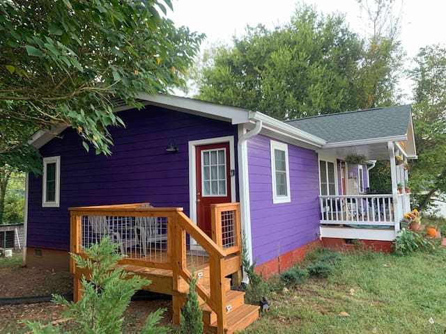 Purple House Downtown: Suite With Private Entrance