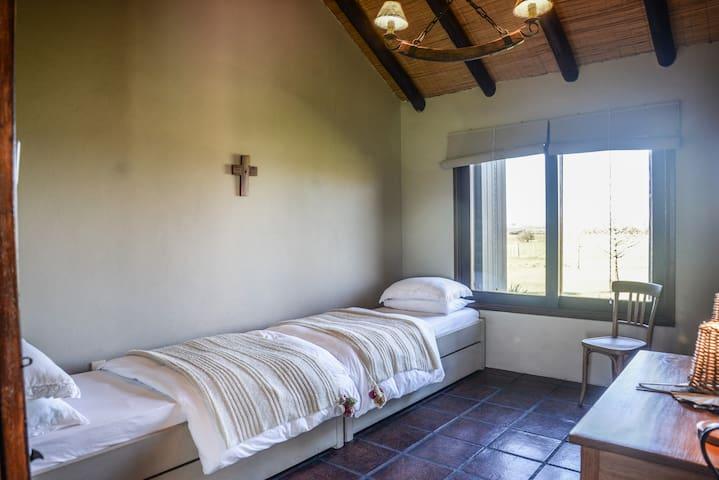Primer dormitorio casa principal (2 camas marineras)