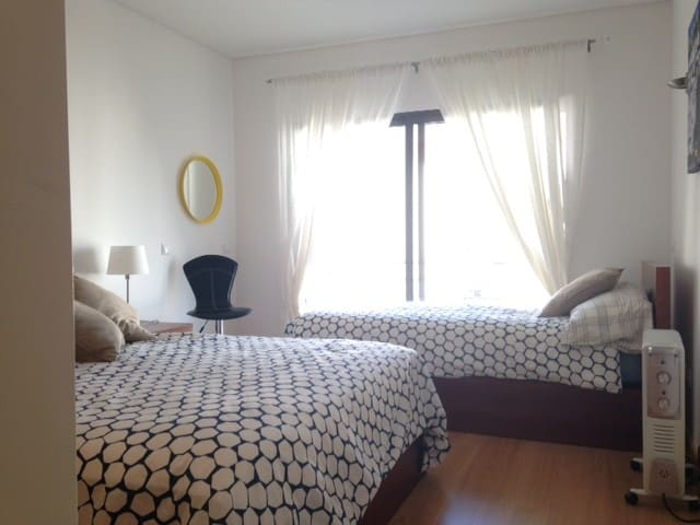 Private room and bathroom for 3 people - Cascais - Leilighet