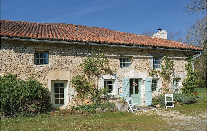 Nice home in St Fel. de Bourdeilles with Outdoor swimming pool and 3 Bedrooms