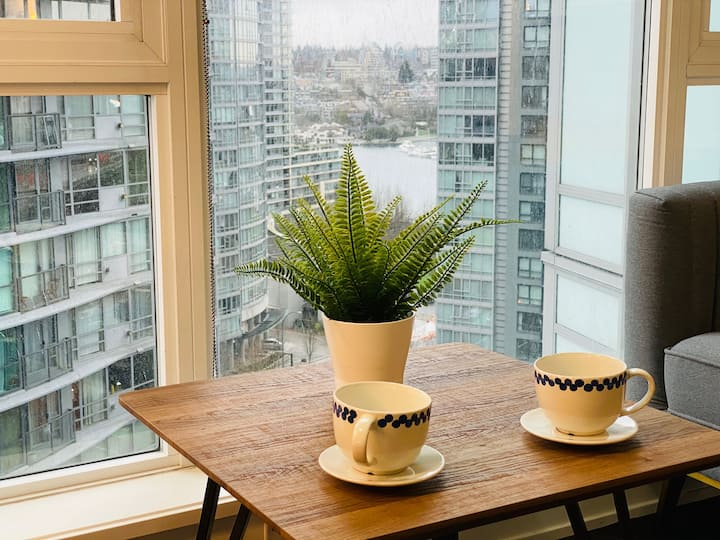 Yaletown 1-br Condo, Water Views, Near Waterfront