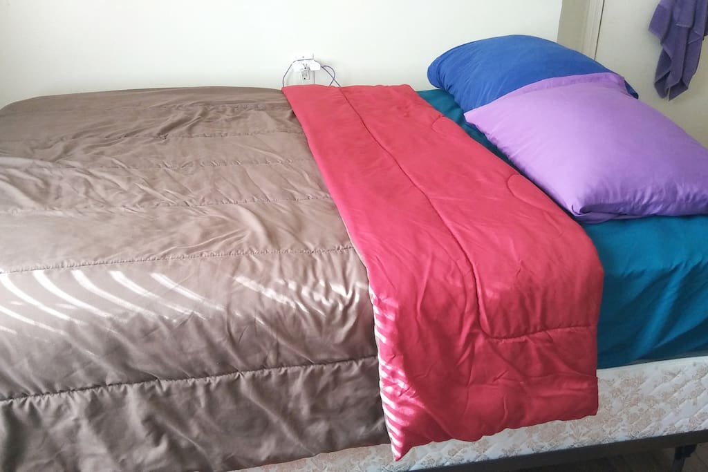 A full sized bed for 1 or 2 people! A comfy & clean bedroom to sleep and chill in.