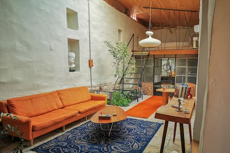 The Cabrio House. Unique loft + Garden. City Cente