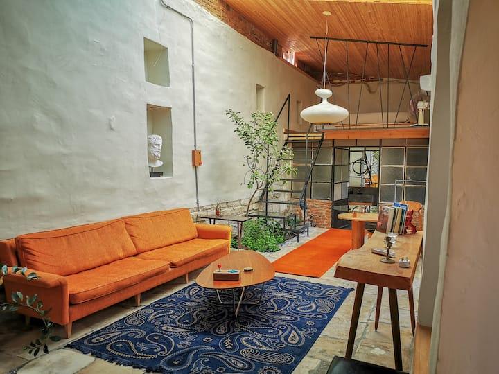 The Cabrio House. Unique loft + Garden. City Cente