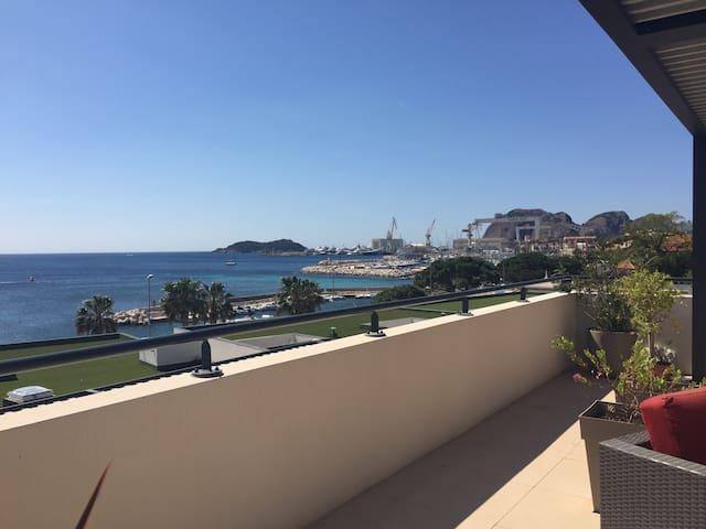Vue sur les ports de la Ciotat, de la terrasse