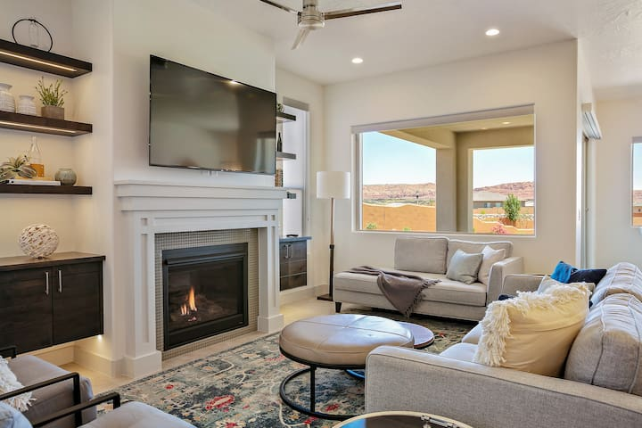 Beautiful 5 bed room 5 Bath home looking out over the Red Cliffs of So. Utah - Arcadia #30