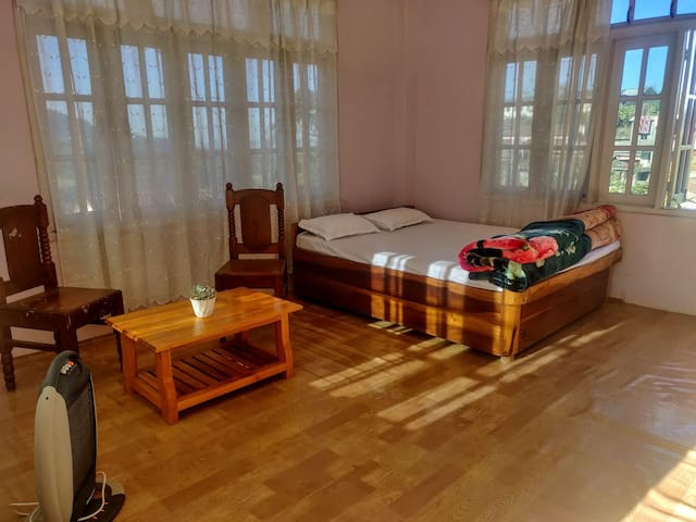 Spacious and cosy room at Sede Homestay