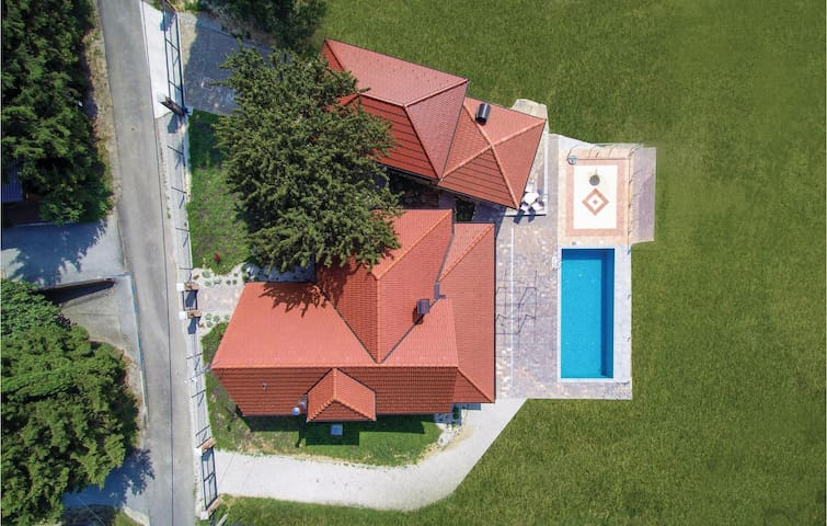 Holiday cottage with 3 bedrooms on 265m² in Zelezna Gora