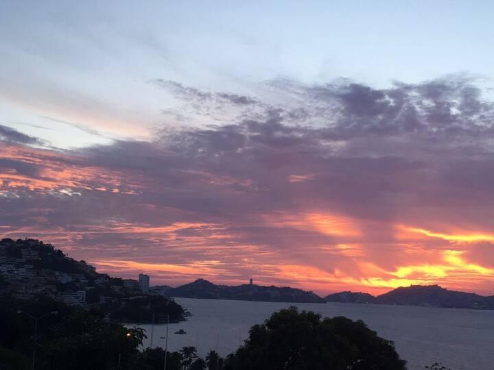 Acapulco Sunset  Joyas de Brisamar