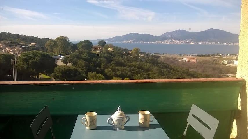 Studio avec terrasse, vue mer, avec piscines