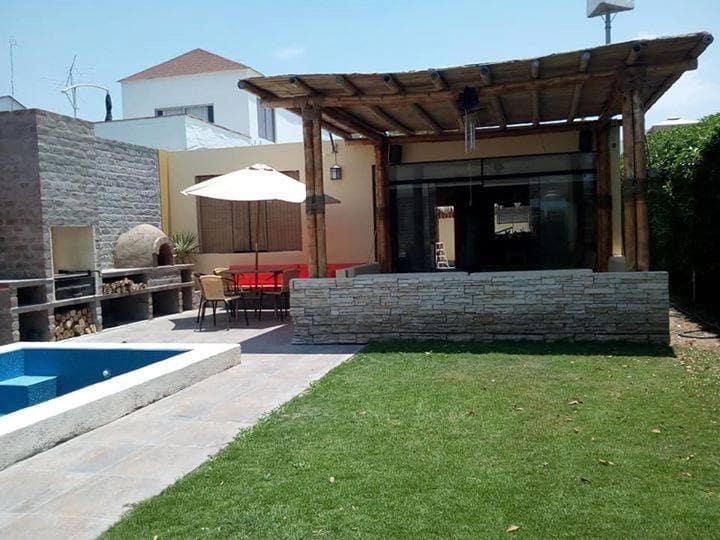 Habitaciones para 4 en casa de playa en Asia, Peru