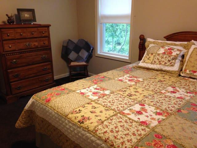 Bedroom(Queen) - First Floor