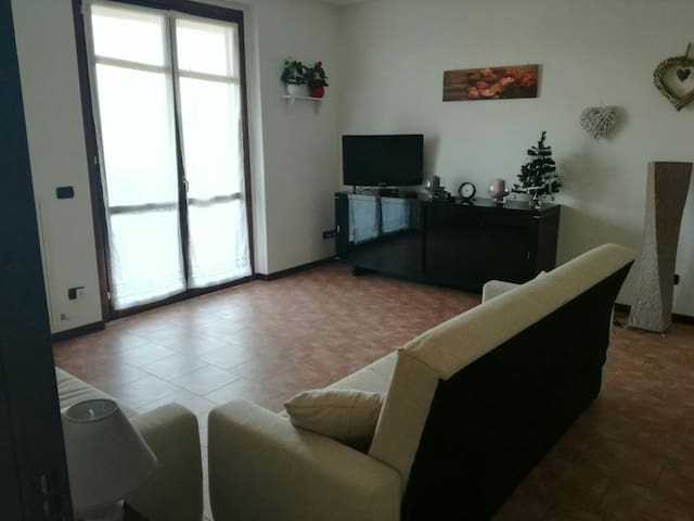 Casa accogliente con ampio giardino - Salice Terme - อพาร์ทเมนท์