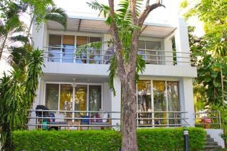 Beach Villa in Rayong Thailand - Tambon Bang Phra - Hus