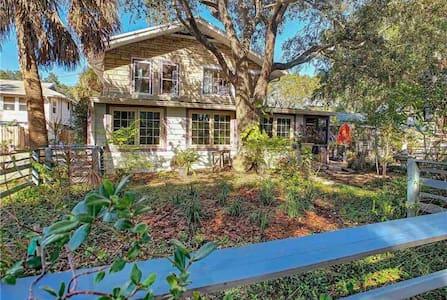 Seastone Cottage. Your secret oasis.