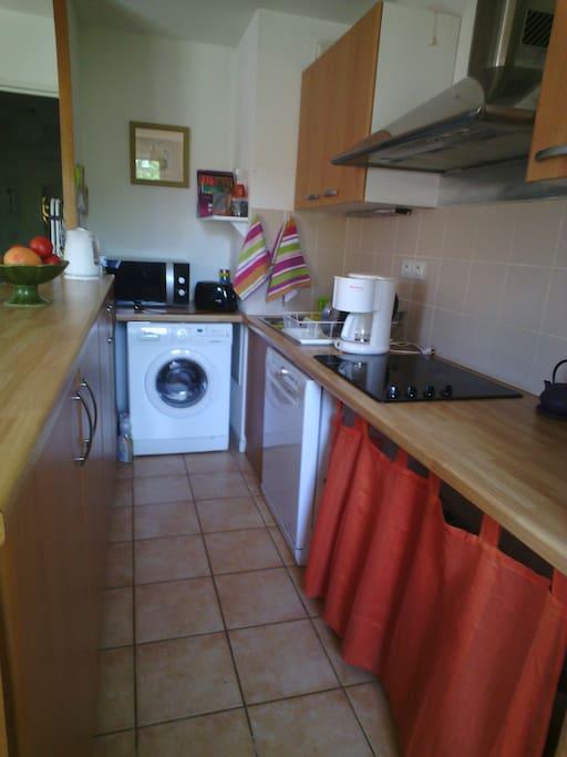 Coin cuisine, lave-linge, micro-ondes, lave-vaisselle