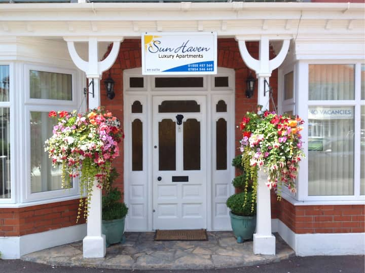 Lovely holiday self-catering flat close to beach