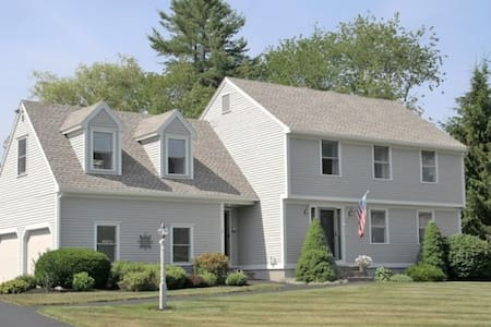 2 bedrooms, 2 miles drive from Higgins beach. - Scarborough - House