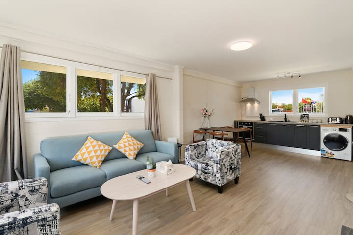 Large Stylish 2BD Apartment Central Rotoroua Unit1