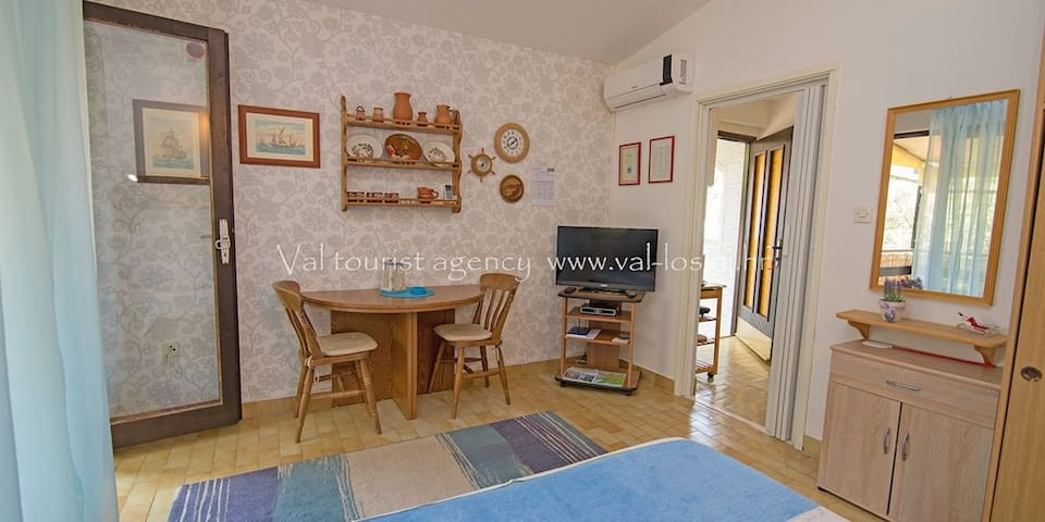 apartment for 2 persons in Mali Lošinj R84573