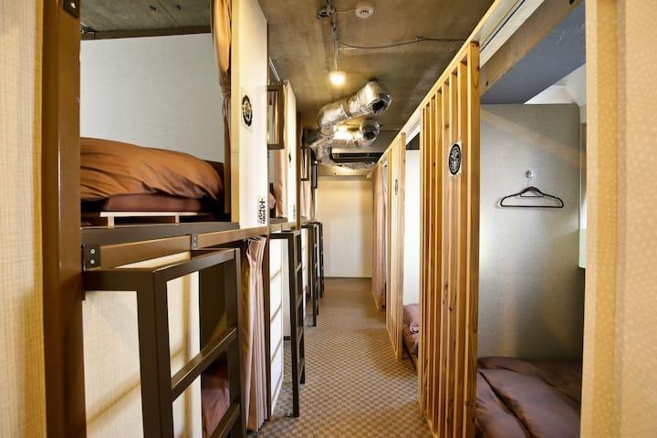 Tokyo Dormitory Bunk Bed in SAMURAIS HOSTEL