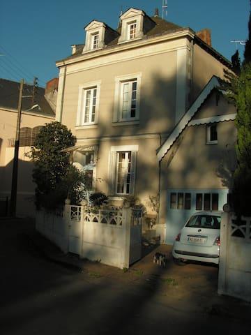Chambre privée au coeur de Craon - Craon - Huis
