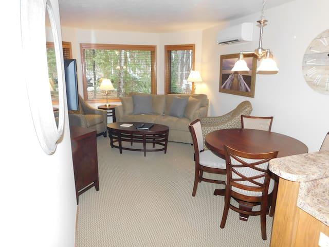 Remodeled 1 Bed 1 Bath ADA Condo w/ Wood View - Egg Harbor - Kondominium
