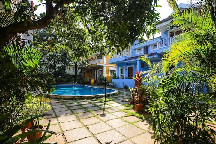 Pool view Goan Courtyard- Studio Apartment - Bardes